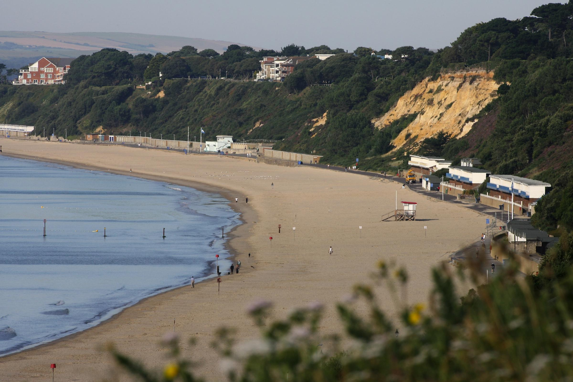 14-year-old threatened by gang of 15 teenagers during robbery at Poole beach