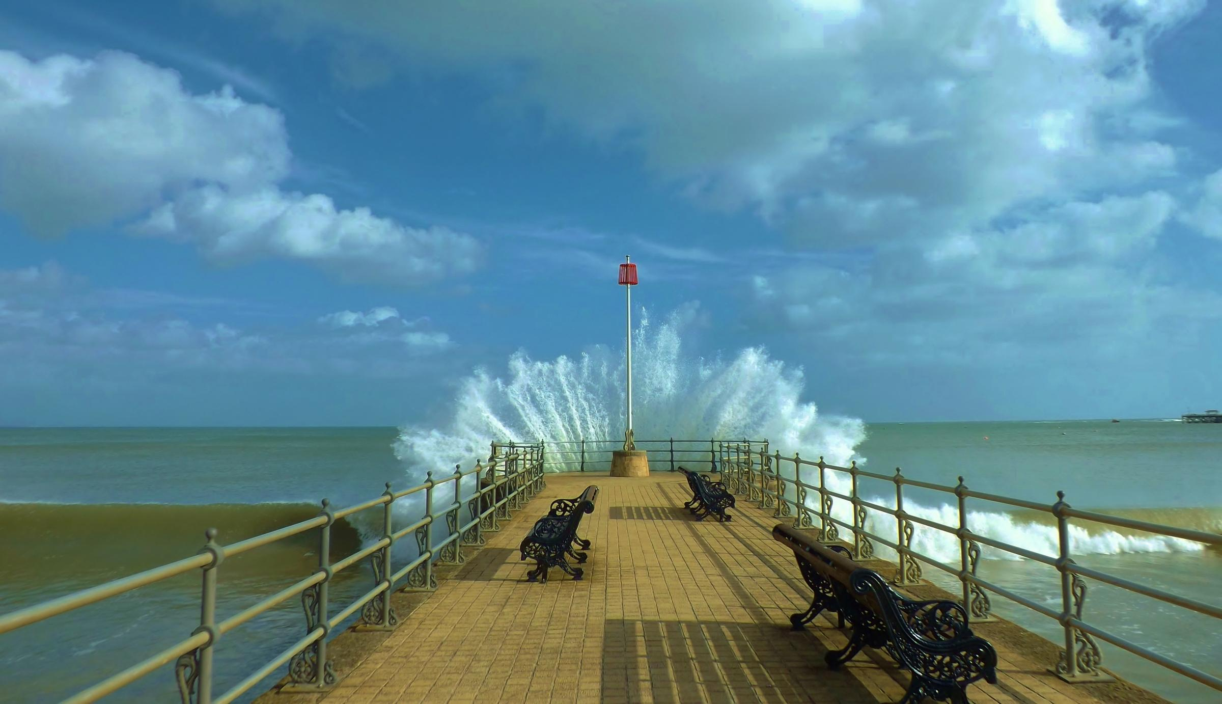 Rough seas at Swanage due to the east wind plus a high tide, captured by Echo Camera Club member Robin Boultwood