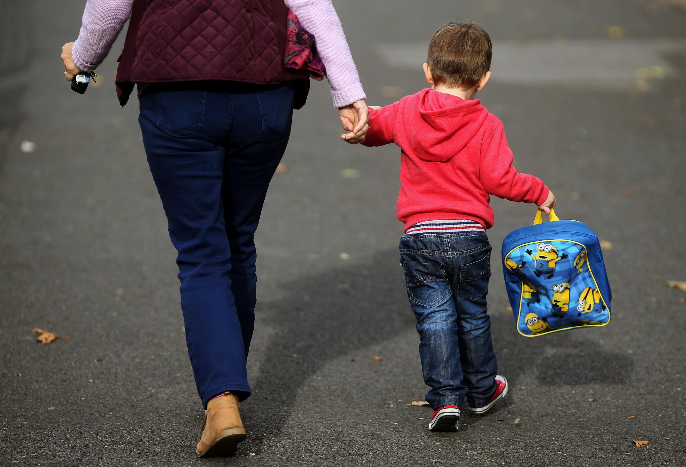Embargoed to 0001 Wednesday February 21..File photo dated 13/10/15 of a woman and a child, as a new report from charity Gingerbread has suggested that one in three children with a working single parent live in poverty, and that this figure is set to incre