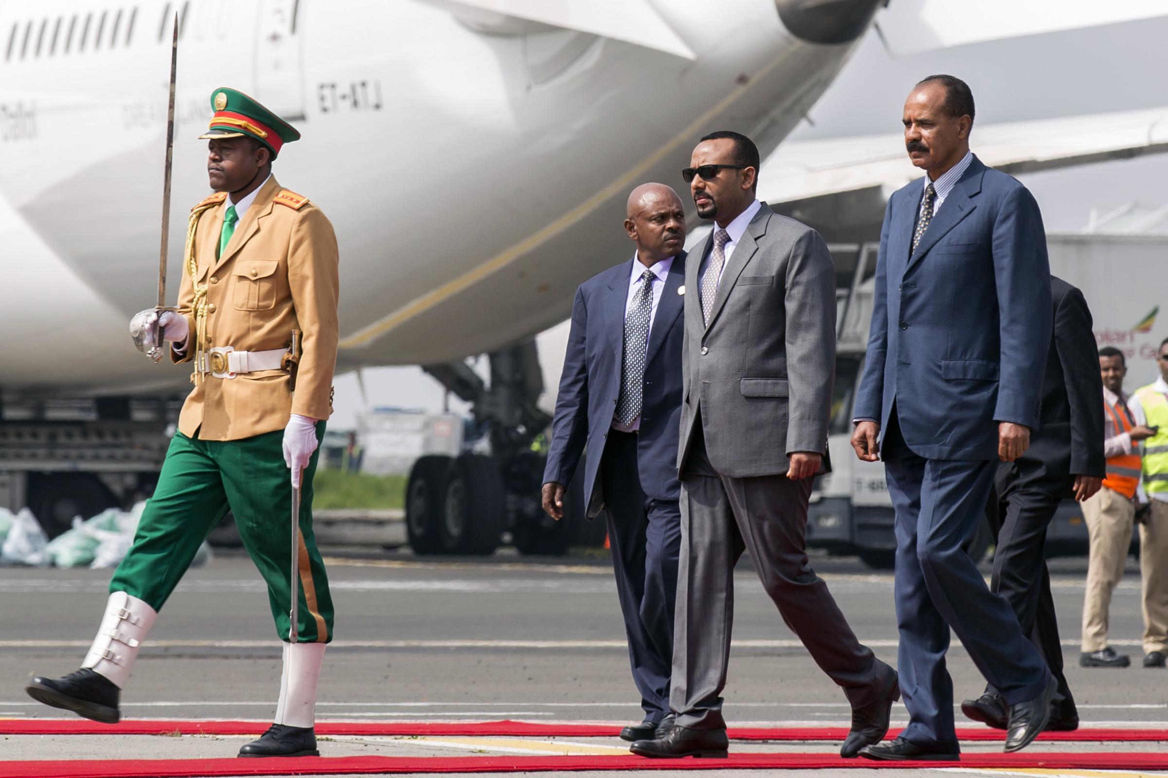 随着埃塞俄比亚和厄立特里亚领导人正式开放边境,部队撤离