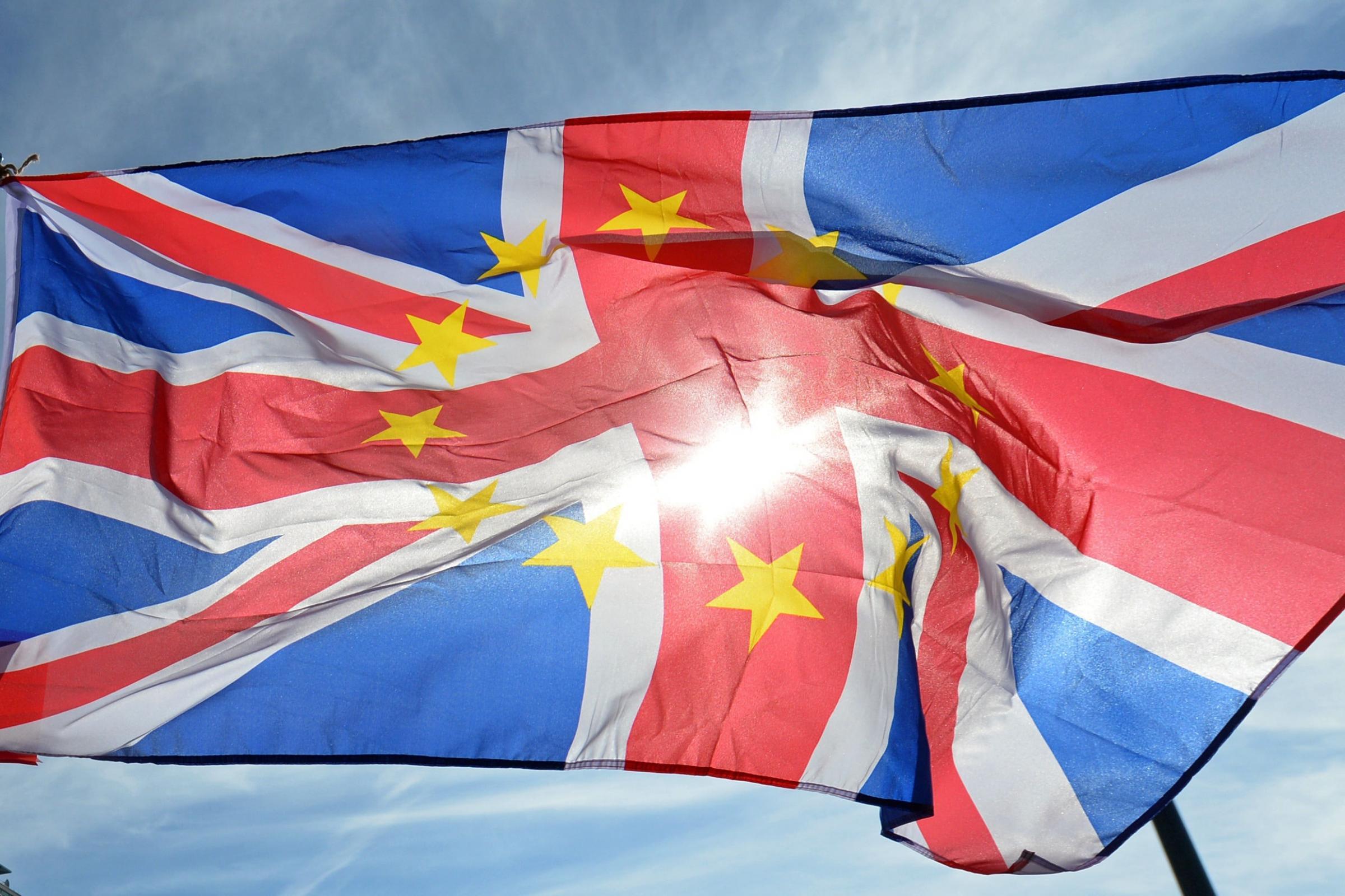 在爱尔兰拒绝允许单方面英国支持退出后,总理面临内阁
