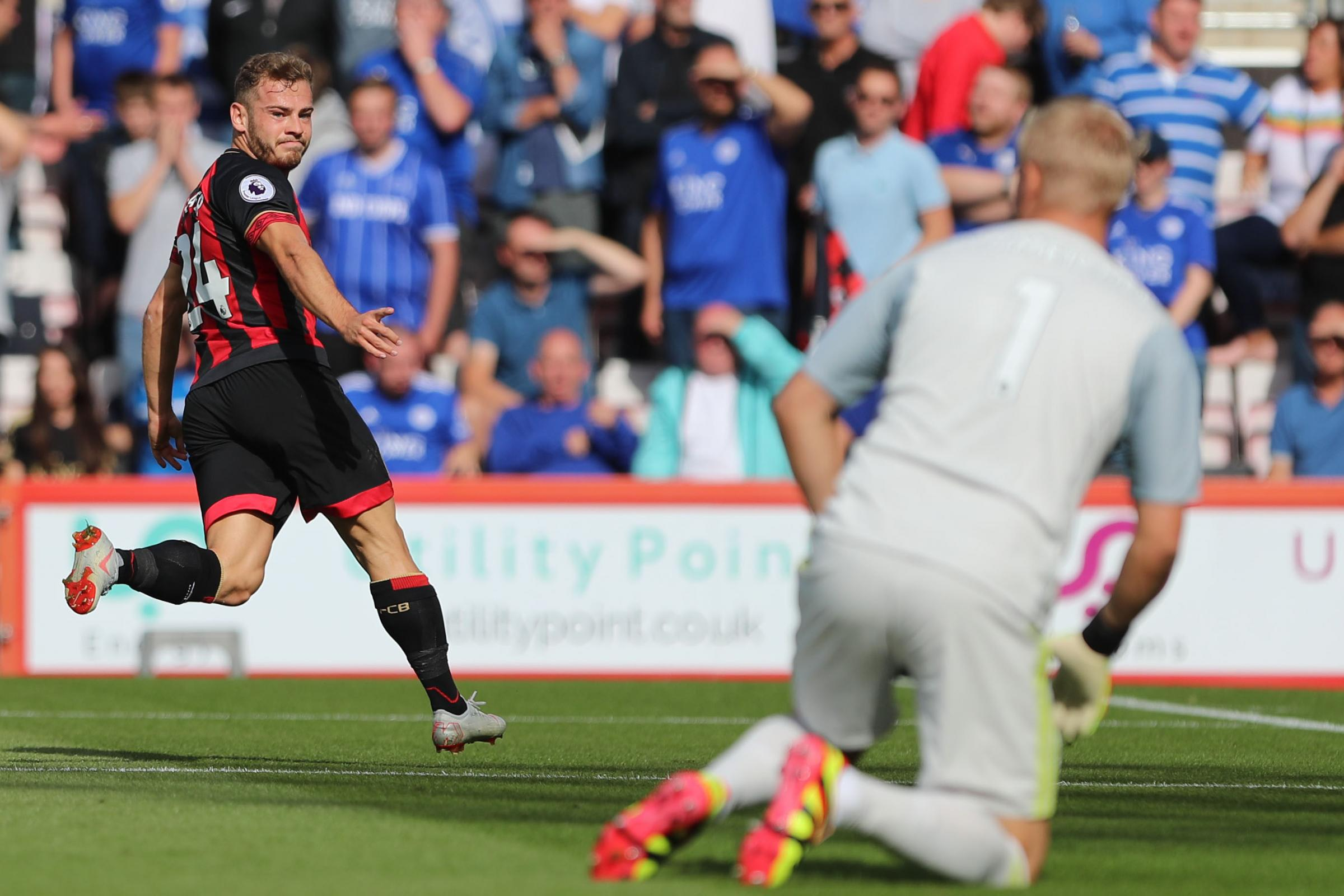 Creative Fraser is 'entering his prime' with Cherries, says Howe