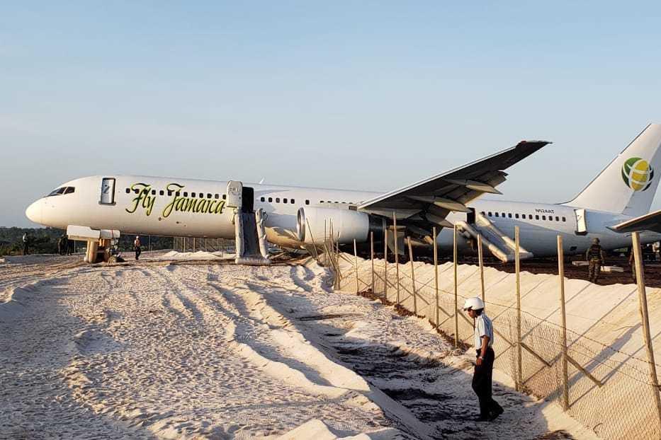 在圭亚那,喷气式飞机超过跑道的乘客受伤