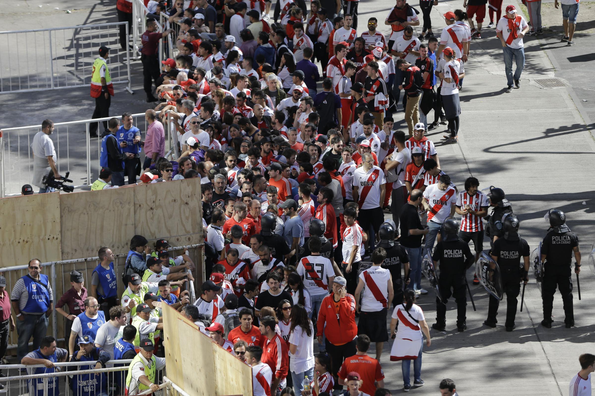 Copa Libertadores最终在对手球迷攻击Boca车队后终止了比赛