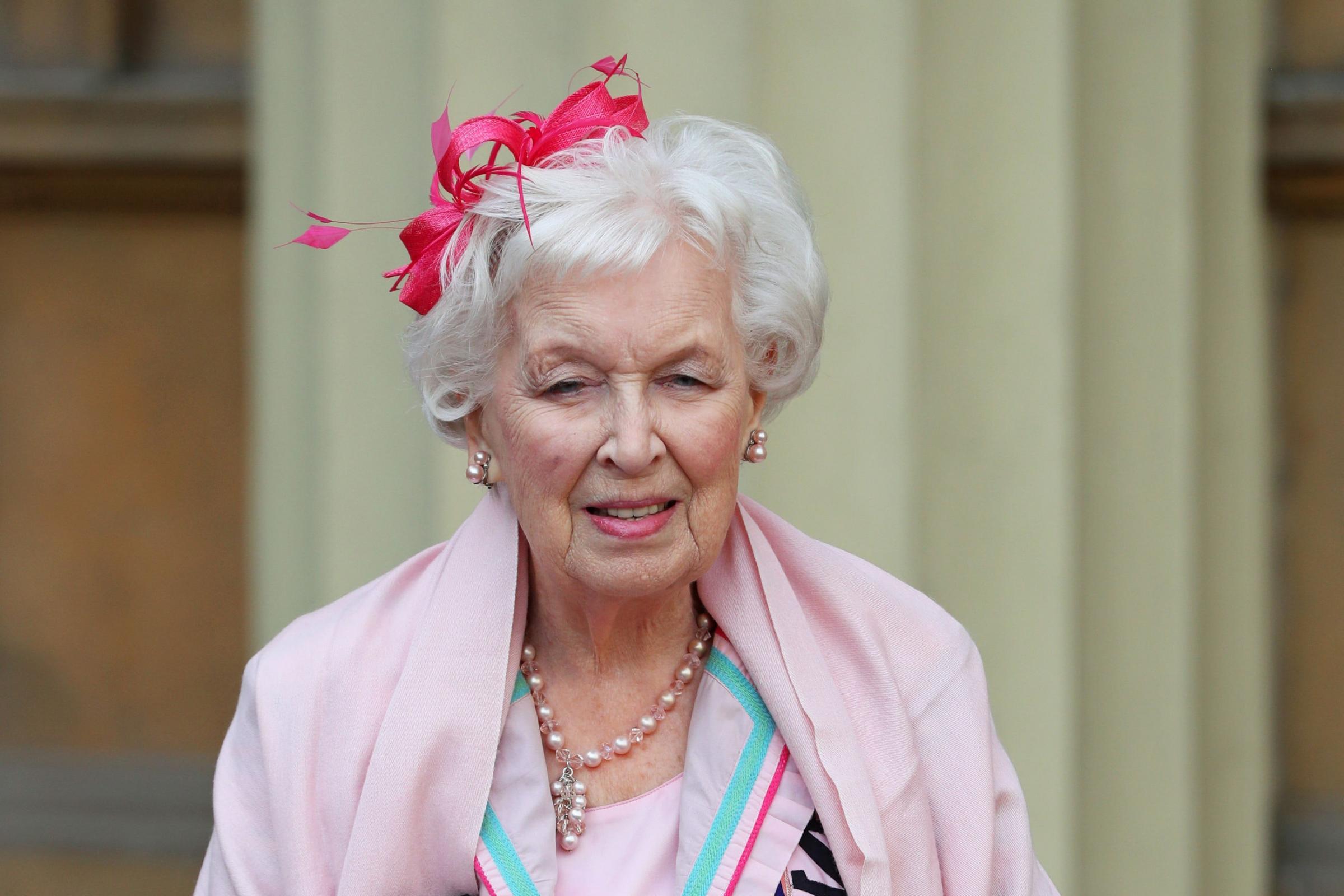 经验丰富的喜剧演员Dame June Whitfield已经去世,享年93岁