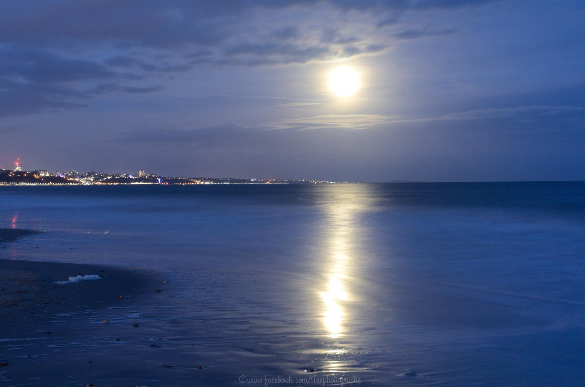 15 pictures of the super snow moon lighting up Dorset