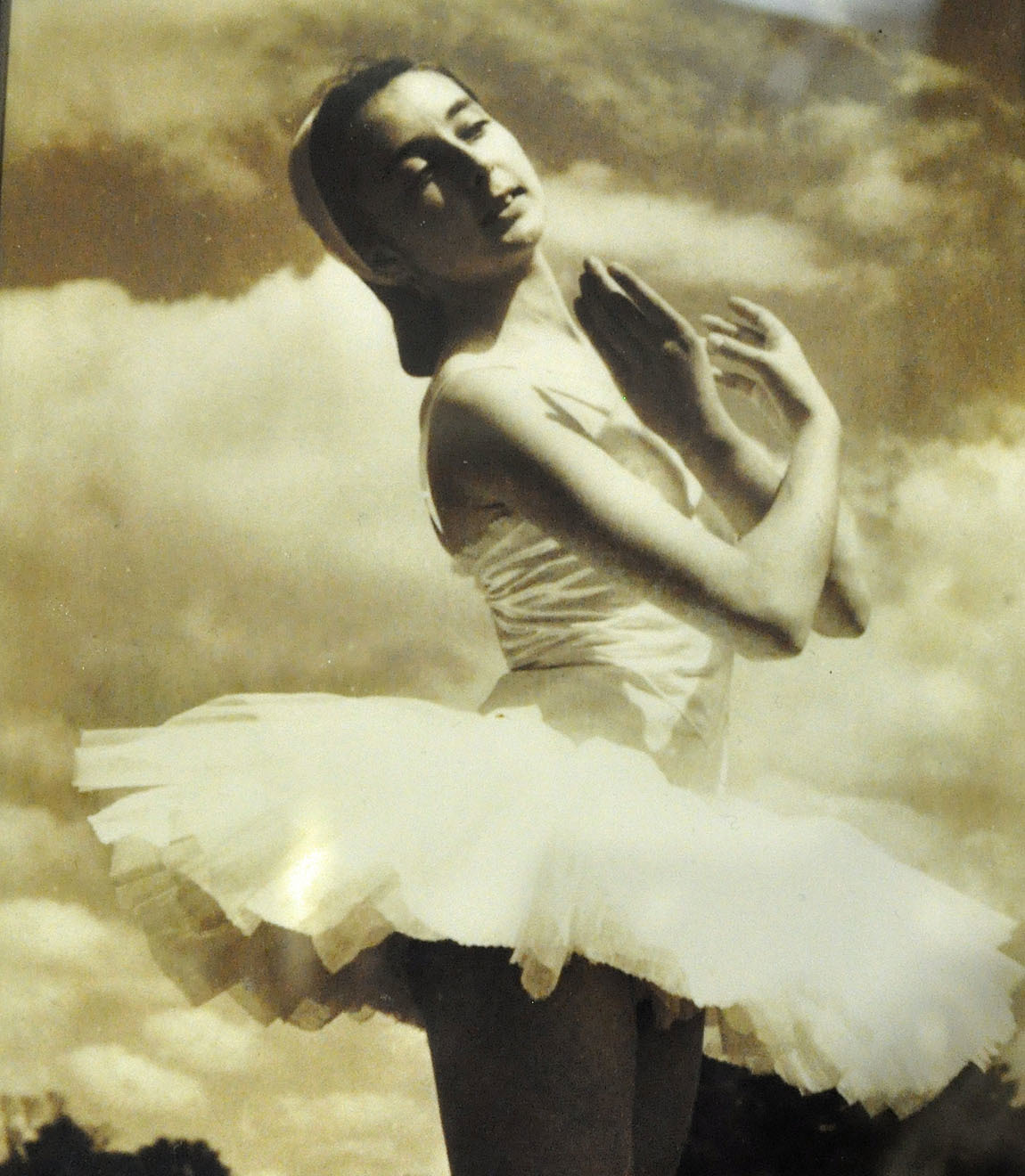 Care home resident trained at Ballet Rambert, now the Rambert Dance Company