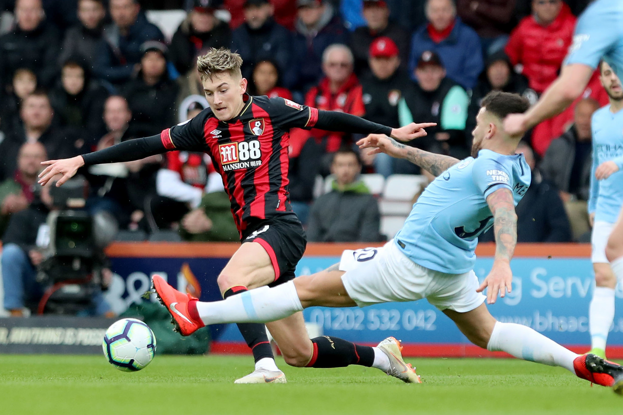 Brooks has attitude to cope with Premier League's tough-tackling defenders, says Howe