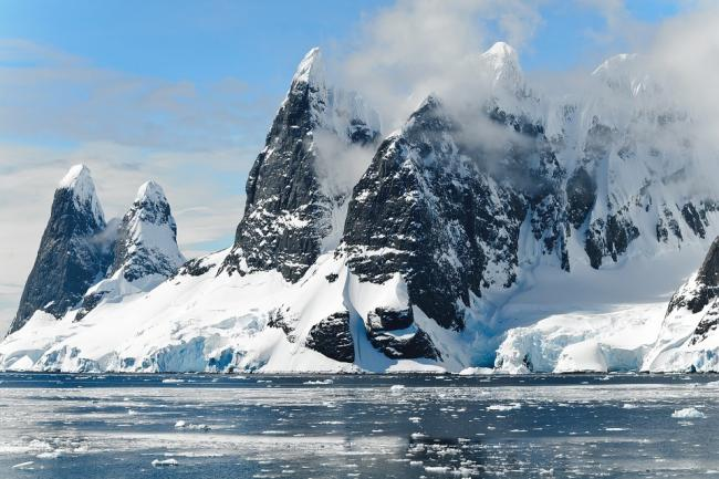 Icebergs in Antartica. Picture via Pixabay